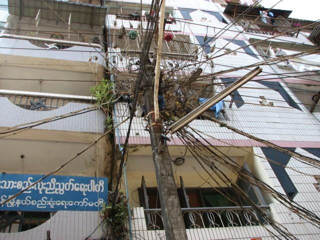 Teil des Telekommunikation- und Stromnetzes von Rangun