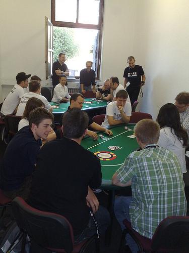 Hatte ich schon erwähnt, dass mein RL-Avi als absoluter Poker-Anfänger einmal einen Tisch gewonnen hat? *stolz