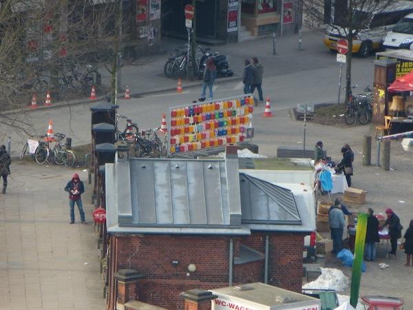 Stand auf dem Markt in der Nähe vom Millerntor Stadion - fotografiert vom Bunker Feldstraße